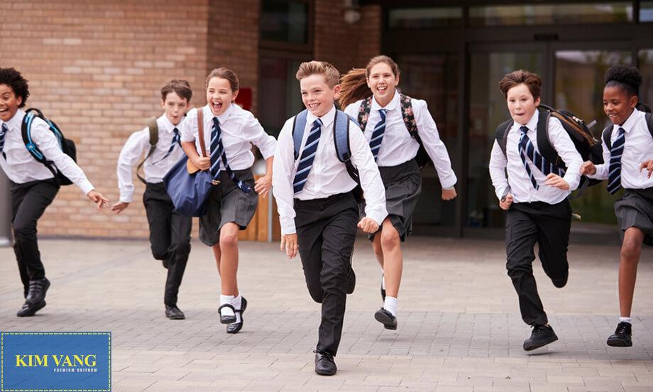Đồng phục là người bạn đến trường quen thuộc, thân thiết của tất cả học sinh trên toàn thế giới.